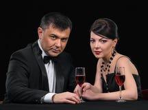 Coppie con vino Fotografia Stock Libera da Diritti