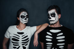 Coppie in costume degli scheletri Fotografia Stock Libera da Diritti