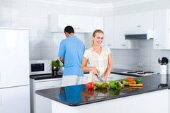 Coppie in cucina Fotografia Stock