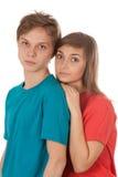 Coppie degli adolescenti a colori i vestiti fotografia stock