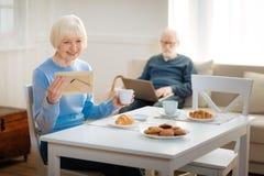 Coppie degli anziani allegri che sono insieme immagine stock libera da diritti