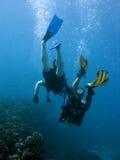 Coppie degli operatori subacquei Fotografie Stock Libere da Diritti