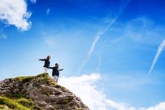Coppie dei viaggiatori sopra una montagna Mangart, Julian Alps, Immagine Stock Libera da Diritti
