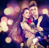 Coppie del biglietto di S. Valentino nell'amore Fotografia Stock Libera da Diritti