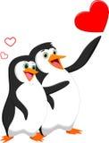 Coppie del pinguino nell'amore con cuore Fotografia Stock Libera da Diritti
