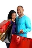 Coppie dell'afroamericano con i sacchetti di acquisto Fotografia Stock Libera da Diritti