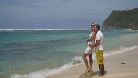 Coppie della famiglia sulla spiaggia Immagini Stock Libere da Diritti