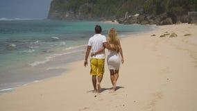 Coppie della famiglia sulla spiaggia fotografia stock libera da diritti