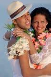 Coppie della persona appena sposata in hula hawaiana Immagini Stock Libere da Diritti