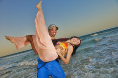 coppie della spiaggia felici Fotografia Stock Libera da Diritti