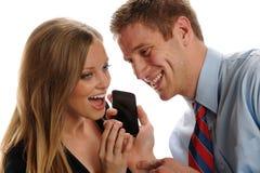 Coppie delle persone di affari di Youmg con il telefono astuto Fotografia Stock Libera da Diritti