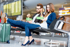Coppie di affari all'aeroporto Fotografie Stock