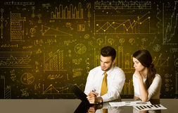 Coppie di affari con il fondo del diagramma Fotografia Stock