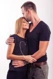Coppie di amore, abbraccio nello studio Immagine Stock