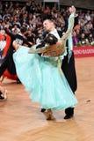 Coppie di ballo da sala, ballanti alla concorrenza Fotografie Stock