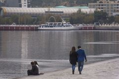 Coppie di camminata Fotografie Stock Libere da Diritti