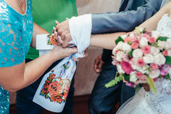 Coppie di cerimonia nuziale Prima riunione della sposa e dello sposo Fotografia Stock