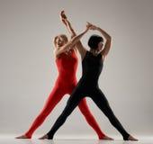 Coppie di esercitazione delle ginnaste Fotografie Stock Libere da Diritti