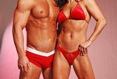 Coppie di forma fisica nel colore rosso Fotografie Stock