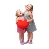 Coppie di giovani bambine che controllano fondo bianco isolato Fotografia Stock Libera da Diritti