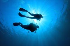 Coppie di immersione con bombole Fotografia Stock Libera da Diritti
