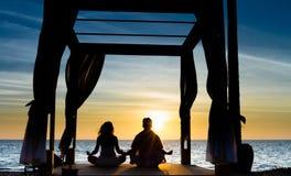 Coppie di meditazione Fotografia Stock