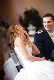Coppie di risata della persona appena sposata Fotografia Stock