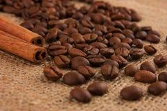 Coppie dolci: cannella e caffè Fotografia Stock Libera da Diritti