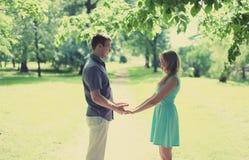 Coppie felici adorabili nell'amore, data, relazioni, nozze Fotografia Stock Libera da Diritti
