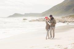 Coppie felici che hanno divertimento insieme Fotografie Stock Libere da Diritti