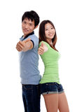 Coppie felici che mostrano i pollici. Immagine Stock