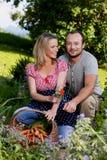 Coppie felici degli agricoltori nel loro giardino Fotografia Stock Libera da Diritti