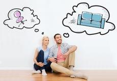 Coppie felici dell'uomo e della donna che si muovono verso la nuova casa fotografie stock