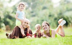 Coppie felici insieme ai bambini Fotografie Stock