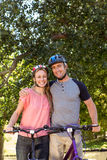 Coppie felici su un giro della bici Fotografia Stock Libera da Diritti