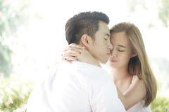 Coppie felici in un'alta chiave di relazione felice Fotografia Stock Libera da Diritti