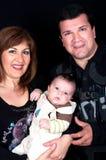 Coppie invecchiate centrali con il bambino sveglio Fotografie Stock