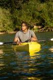 Coppie Kayaking del lago Fotografia Stock Libera da Diritti