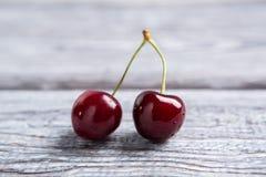 Coppie le ciliege rosso scuro Immagine Stock