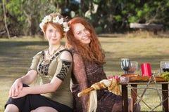 Coppie le donne pagane sorridenti Fotografia Stock Libera da Diritti