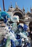 Coppie mascherate con colore del mare Fotografia Stock Libera da Diritti