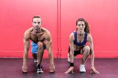 Coppie muscolari che fanno allungamento del corpo Fotografia Stock