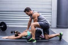 Coppie muscolari che fanno un allungamento del corpo Immagine Stock Libera da Diritti