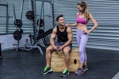 Coppie muscolari stanti e di sedute Fotografia Stock