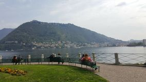Coppie nel lago Como, Como, Italia Immagine Stock