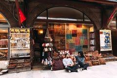 Coppie nell'amore al bazar immagine stock libera da diritti