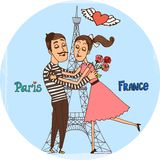 Coppie nell'amore con la torre Eiffel da Parigi Fotografia Stock Libera da Diritti