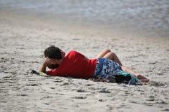 Coppie nella spiaggia Fotografie Stock Libere da Diritti