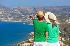 Coppie nella vacanza sulla Grecia Immagine Stock