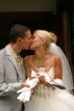 Coppie nuovo-sposate felici Immagini Stock Libere da Diritti